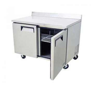 Mesa de Trabajo Sobrinox con Base Congelada - 2 puertas.